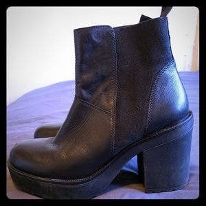 Vagabond Libby Platform Chelsea Boot